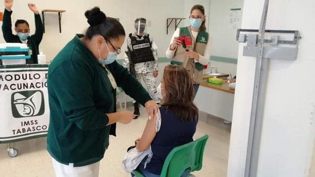 Suman 713 quejas en el IMSS por anomalías en vacunación contra el COVID-19
